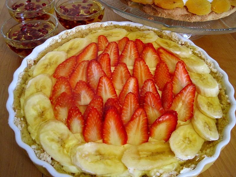 Ванильный пудинг с фруктами и лимонным желе